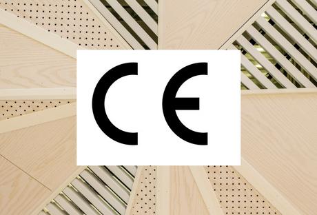 CE-merkin logo puuviilujen päällä.